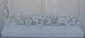 Detalle-flores-relieve-Mármoles-Sánchez-Cazorla