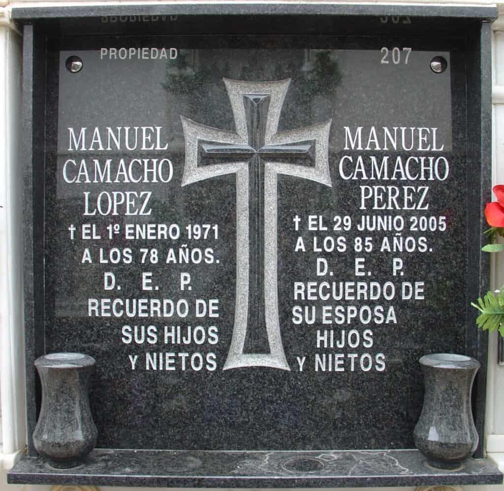 Placa-granito-cruz-Mármoles-Sánchez-Cazorla