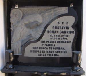 Placa-granito-relieve-Mármoles-Sánchez-Cazorla