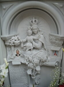 Lapida-tallada-virgen-con-niño-Mármoles-Sánchez-Cazorla
