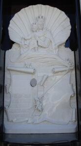 Lapida-tallada-concha-Marmoles-Sanchez-Cazorla