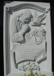 Lapida-tallada-Jesús-y-paloma-Mármoles-Sánchez-Cazorla