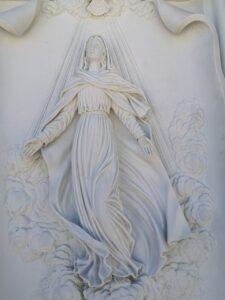 Detalle-Virgen-tallada-Marmoles-Sanchez-Cazorla