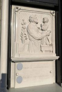 Lapida-tallada-Jesus-y-niño-Marmoles-Sanchez-Cazorla