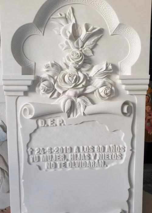 Lapida-tallada-flores-Marmoles-Sanchez-Cazorla