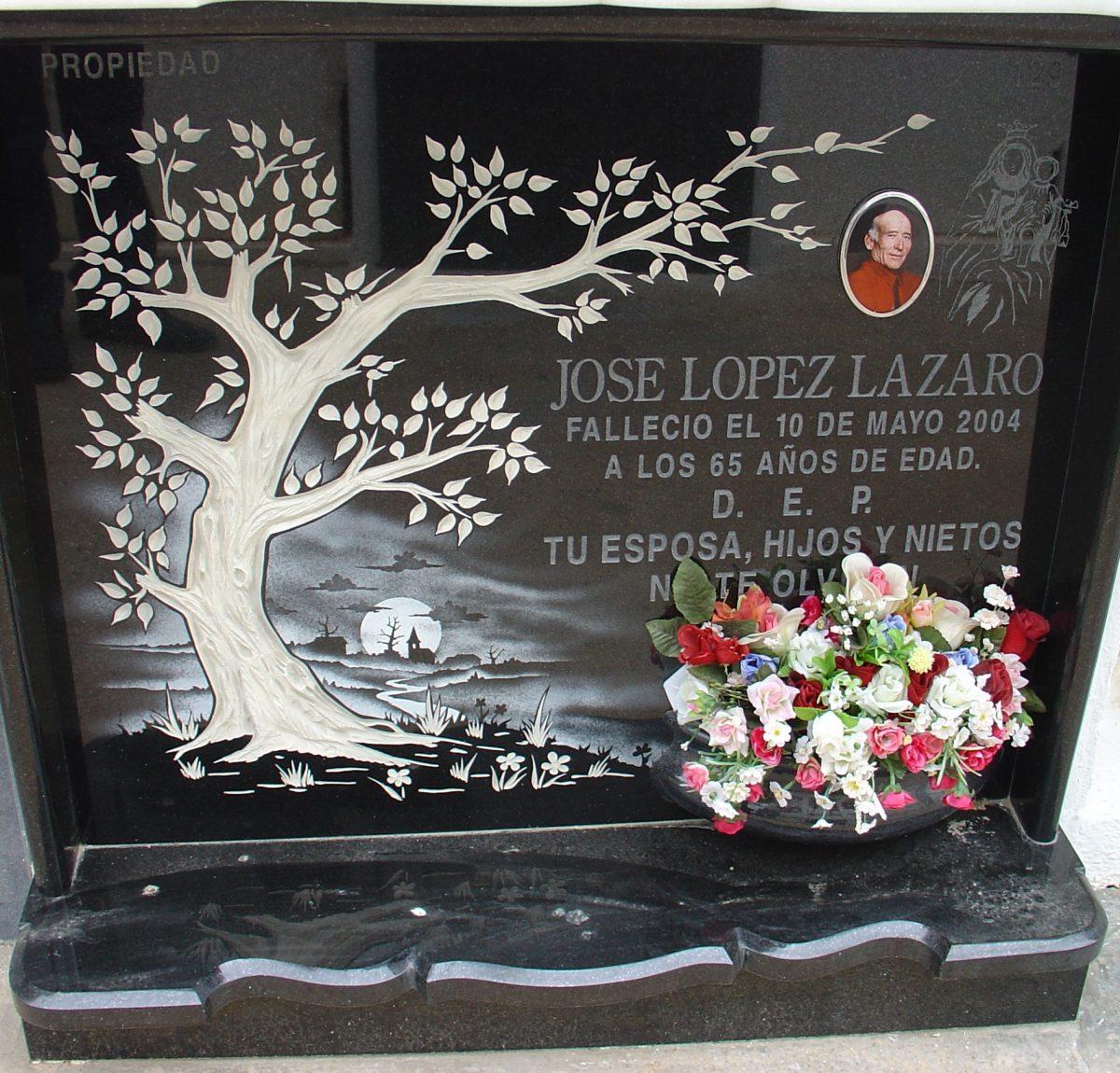 Placa-arbol-Mármoles-Sánchez-Cazorla