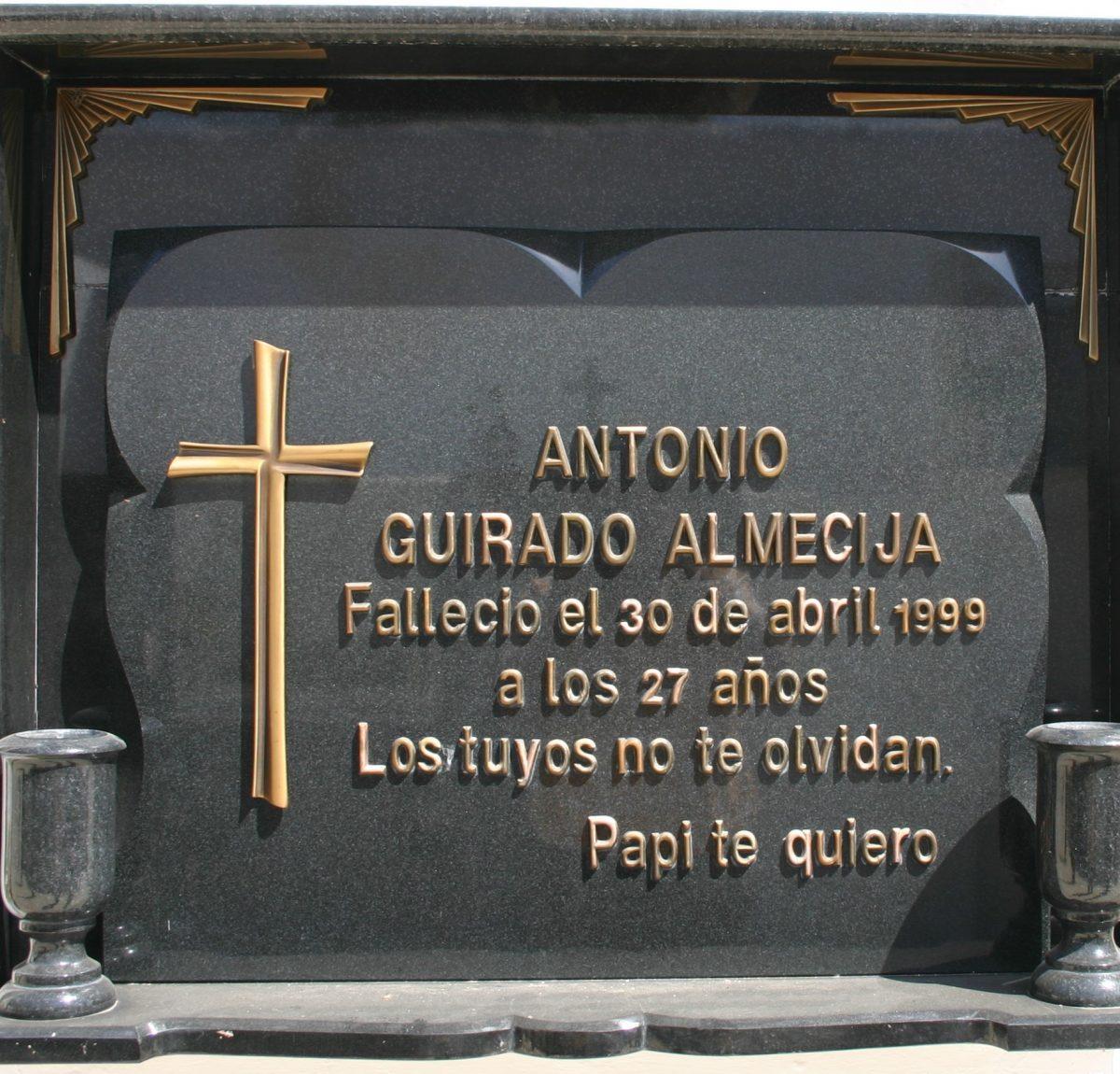 Placa-letras-acero-Mármoles-Sánchez-Cazorla